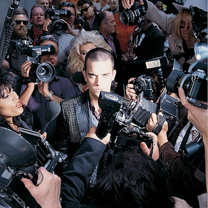 robbie-williams life-thru-a-lens